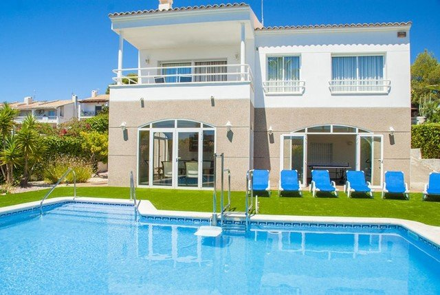 Cunit Villa Sleeps 10 with Pool and Air Con - 5509406, vacation rental in Segur de Calafell
