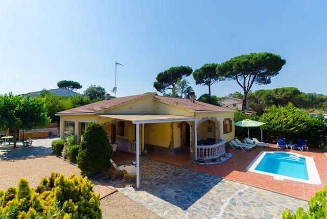 Santa Ceclina Villa Sleeps 8 with Pool Air Con and Free WiFi - 5575178, holiday rental in San Andres Salou