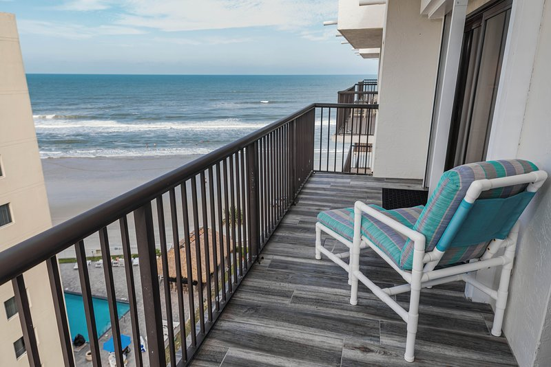 GREAT RATES , GREAT OCEAN VIEWS ,  UPDATED SANDPOINT8B, 2/2 CONDO, HEATED POOL, vacation rental in South Daytona