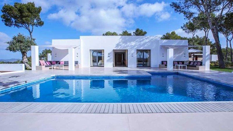 Cala Vadella Villa Sleeps 12 with Pool Air Con and WiFi - 5805517, holiday rental in Cala Vadella
