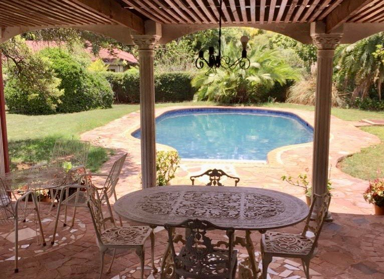 Borrowdale house next to Sam levy's Village, holiday rental in Harare Province