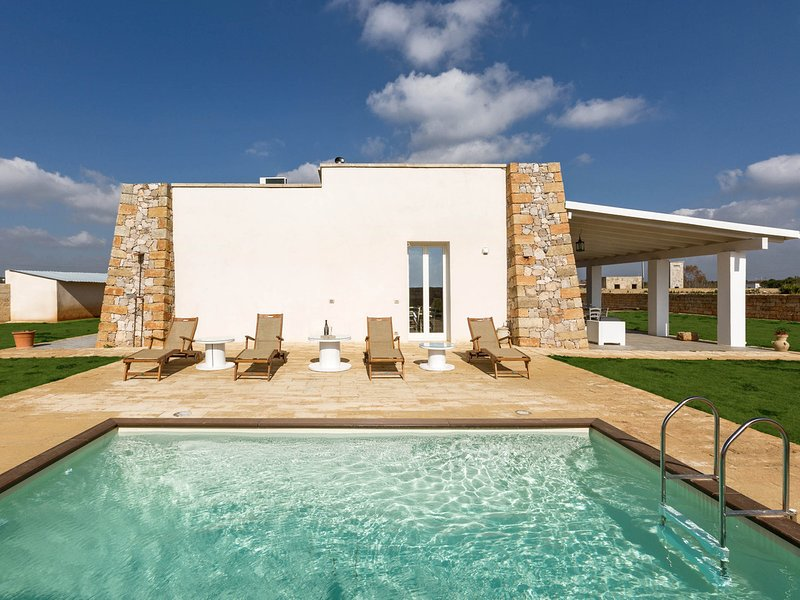 Acquarica del Capo Villa Sleeps 6 with Pool Air Con and WiFi - 5829206, holiday rental in Taurisano