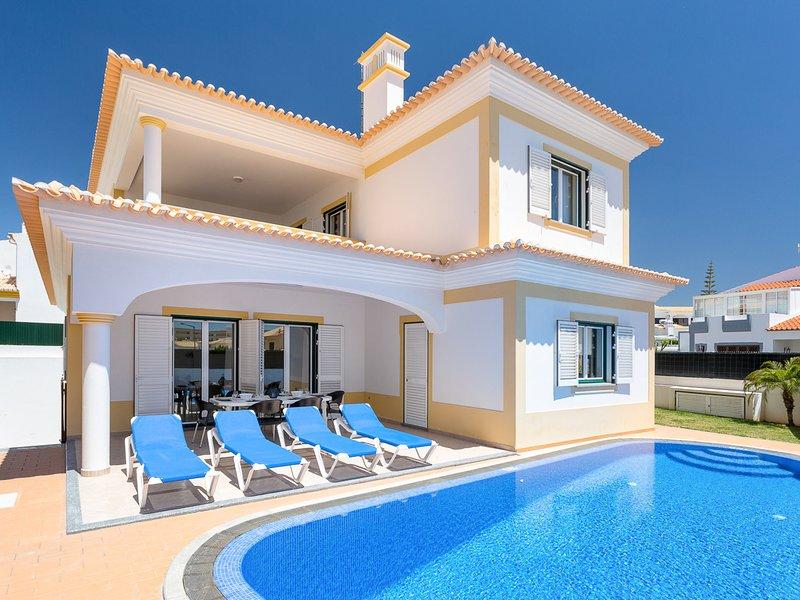 Salgados Villa Sleeps 8 with Pool and Air Con - 5827975, holiday rental in Patroves