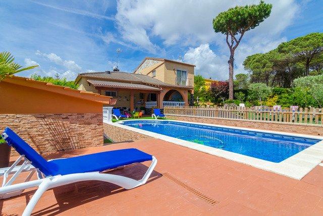 Santa Ceclina Villa Sleeps 11 with Pool Air Con and WiFi - 5508934, holiday rental in San Andres Salou