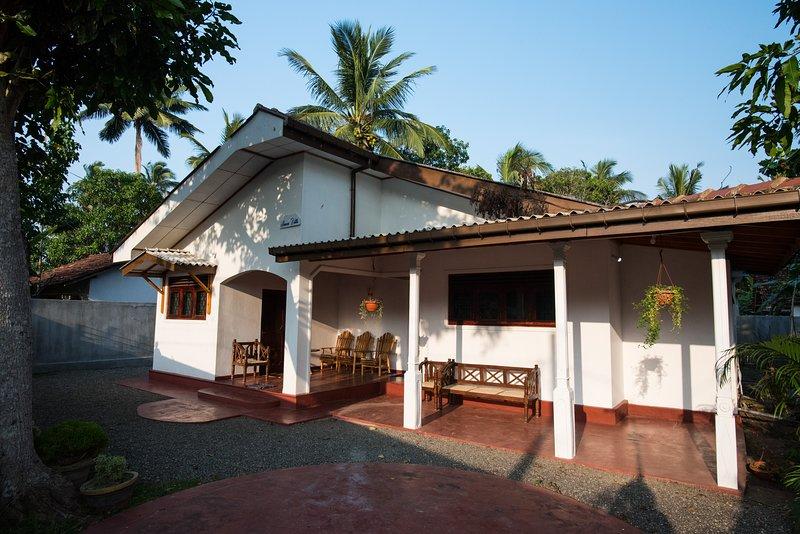 Anura Villa holiday home, holiday rental in Dodanduwa