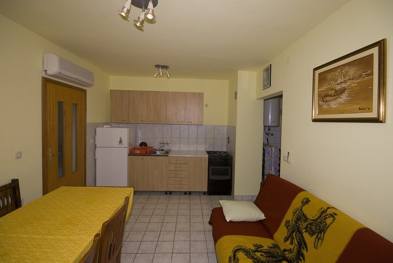 Holiday home 144469 - Holiday apartment 128640, holiday rental in Breze