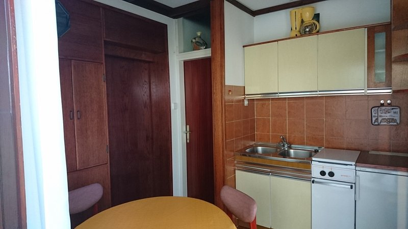 Holiday home 141443 - Holiday apartment 120785, aluguéis de temporada em Strmac