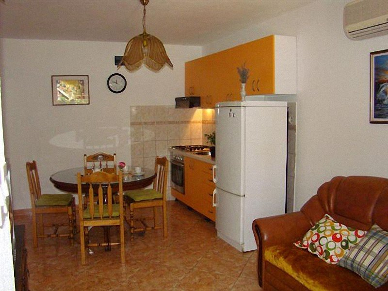 Holiday home 164105 - Holiday apartment 165995, holiday rental in Zena Glava