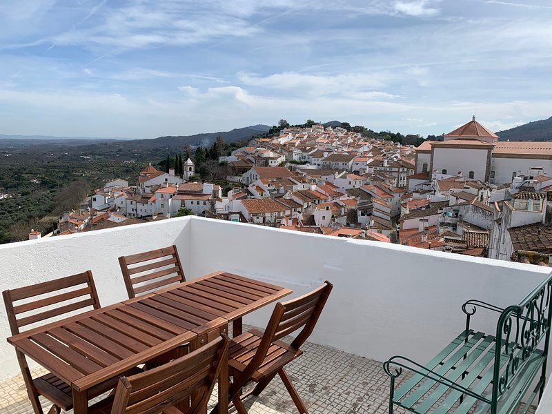 House by the Castle (360 Panoramic view), holiday rental in Castelo de Vide