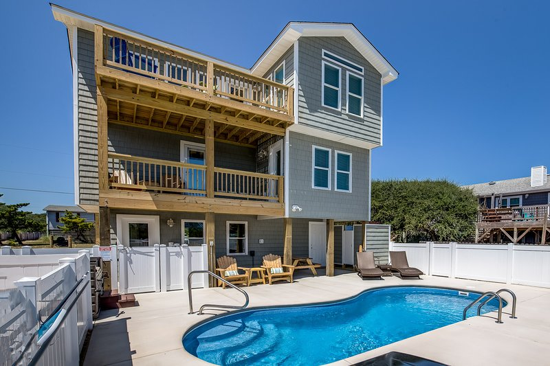The Salty Sailor | 785 ft from the beach | Private Pool, Hot Tub | Kitty Hawk, location de vacances à Kitty Hawk