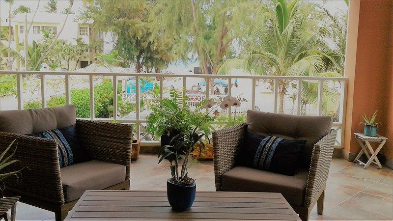 beach few condo, best location in Bavaro town, location de vacances à Punta Cana