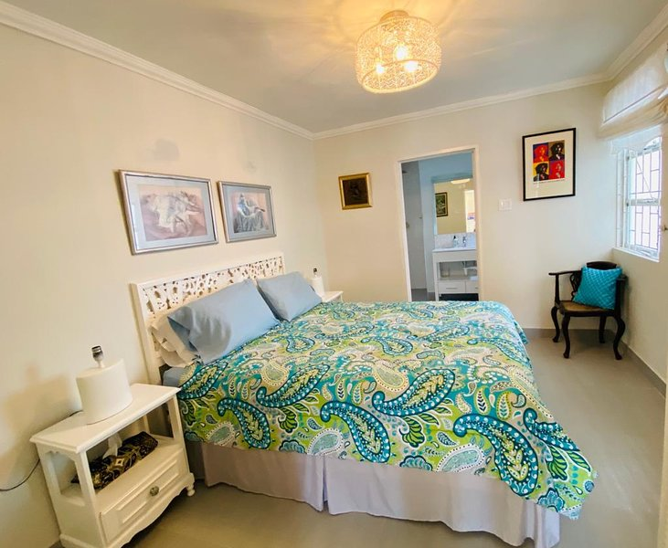 Likkle More Flat  light cheerful and convenient!, vacation rental in Hastings