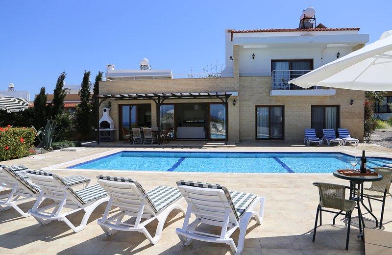 Charkeia Villa Sleeps 6 with Pool and Air Con - 5820945, holiday rental in Alevkaya