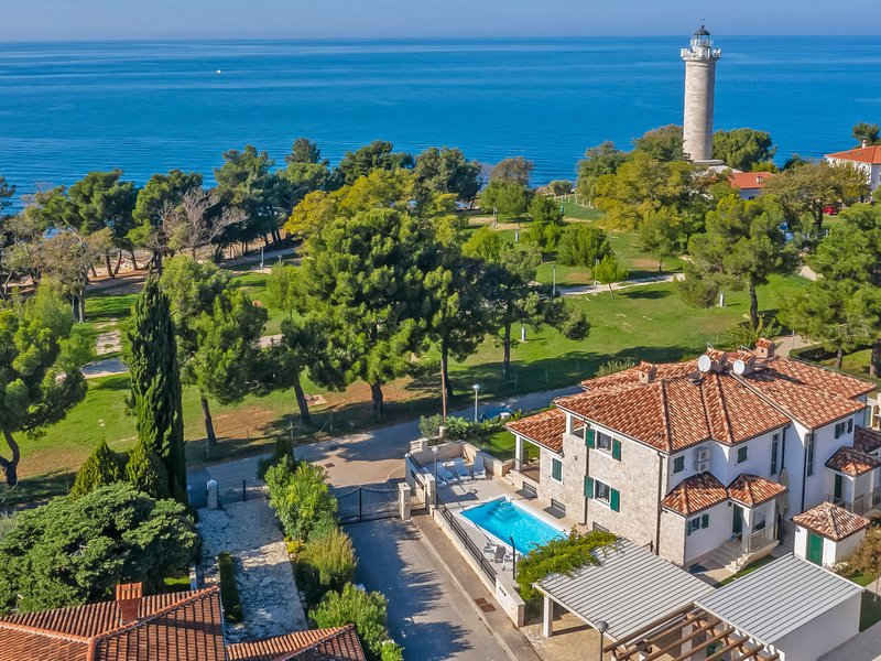 Villa Beach Front, holiday rental in Basanija