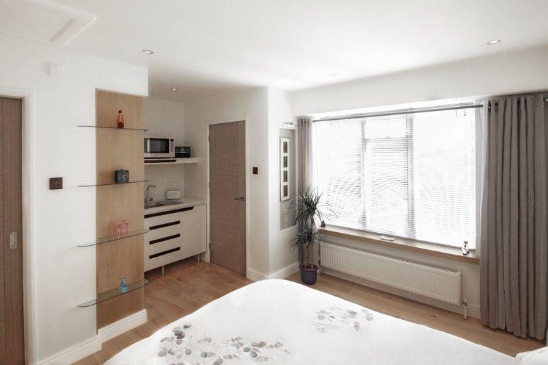 Bedroom & kitchen area