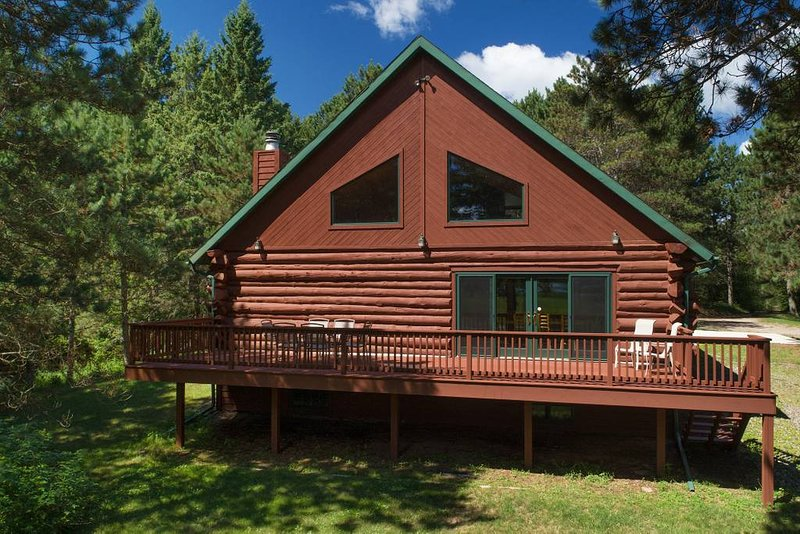 Whitefish Chain of Lakes HUGE log house, vacation rental in Pine River