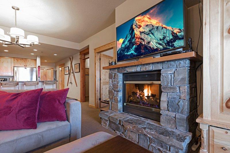 Direct Ski in and Ski out!!   2 bedroom/1 bath Morning Eagle ski in/out!!, alquiler de vacaciones en Polebridge