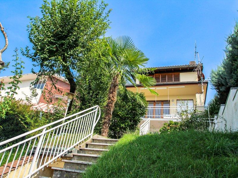 Silvia, vacation rental in Brezzo di Bedero
