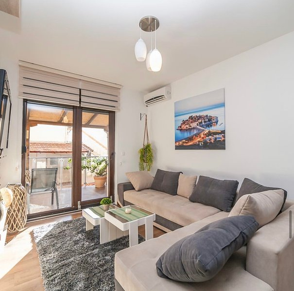 Cozy One Bedroom Apartment Close To Beach, alquiler vacacional en Rafailovici