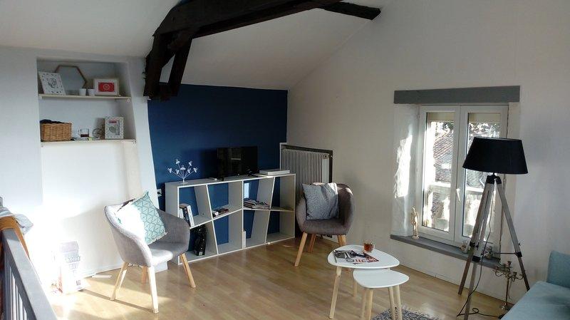 Maison sympathique et confortable à 2 pas du centre ville, balcon ensoleillé., vakantiewoning in Saint-Pierre-Lafeuille