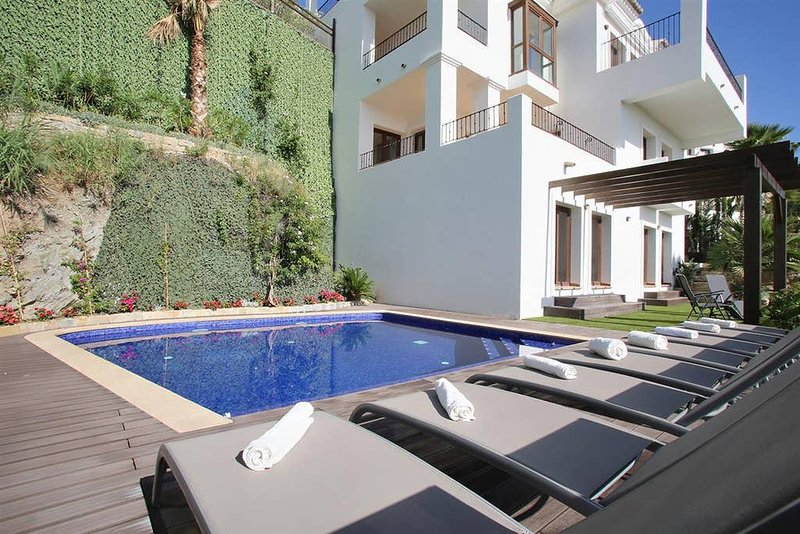 Benahavis Hills CC · Benahavis Hills Country Club & Spa Exclusive Villa, holiday rental in Benahavis