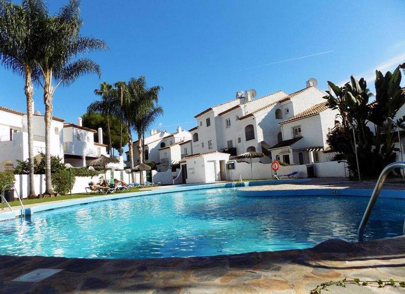 Two Bedroom Apartment In Las Palmeras De Benavista, holiday rental in El Paraiso