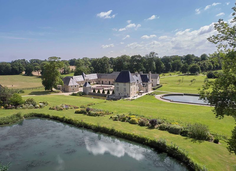B&B at Manoir de Cleronde 17th Century old luxurious manor  *****, location de vacances à Le Molay-Littry