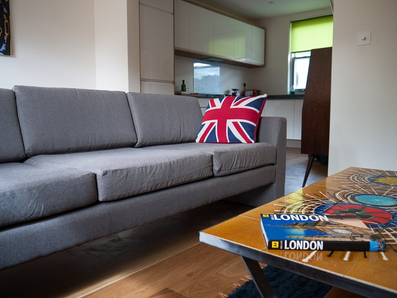 Beautifully Designed London 3 bedroom ecohouse, holiday rental in Wood Green