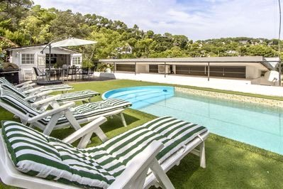 Exclusive house, your secret luxury retreat at just 25 km of barcelona city – semesterbostad i Collbato