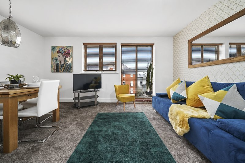 Gorgeous Canterbury Apartment Near City Centre, vacation rental in Canterbury