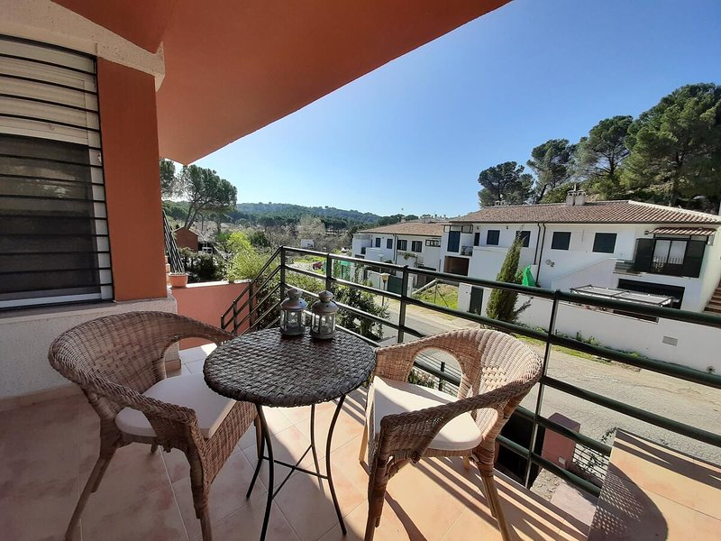 Amazing house with garden & terrace, aluguéis de temporada em Las Jaras