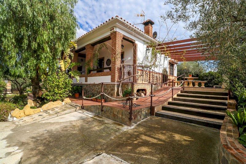Francisquita - Modern Stylish Country Villa, Private Pool, Air Con, WiFi, alquiler vacacional en Cartama