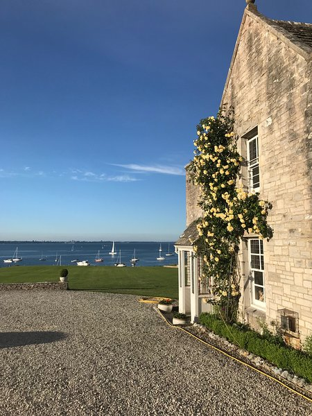 Harry Warren House, Studland. Self-contained attic studio - private beach access, vacation rental in Studland