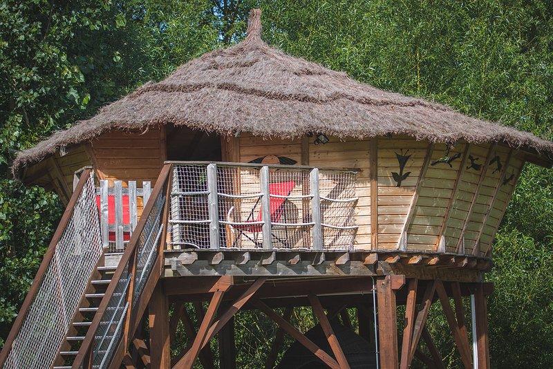 Séjour en Cabane Perchée près du zoo de Beauval, vacation rental in Pontlevoy