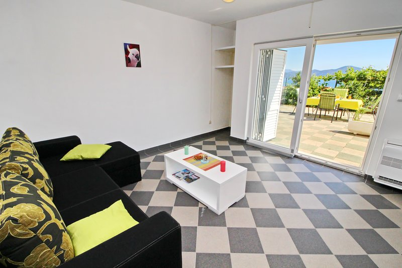 Apartments Gusti - One Bedroom Apartment with Terrace and Sea View, casa vacanza a Drace