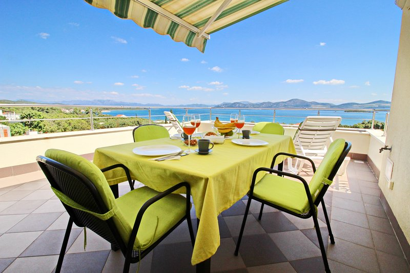 Apartments Gusti - Two-Bedroom Apartment with Balcony and Sea View, casa vacanza a Drace