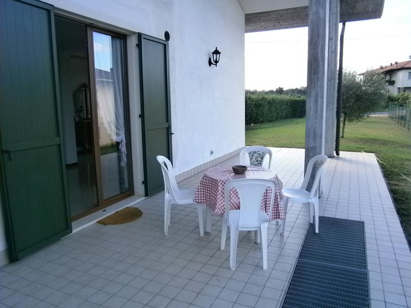 Spacious apt in Mirandola Bassa, holiday rental in San Pancrazio