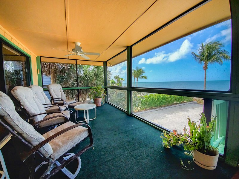3-Bedroom Cottage Right on Bonita Beach | Sleeps 6, vacation rental in Survey Creek