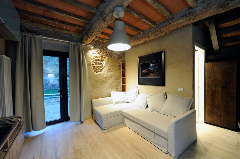 Lovely house on the river, Relax and Nature at the foot of the Apuan Alps, location de vacances à Antona