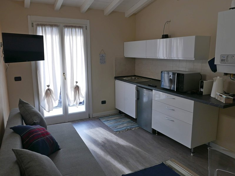 Nice apartment with balcony & Wifi, vacation rental in Vermezzo