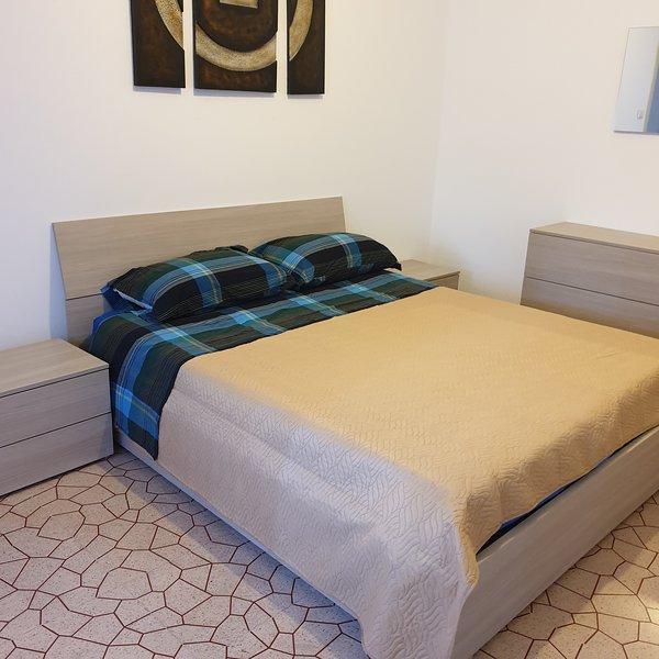 Sassari Viale Italia - Appartamento 23 posti letto, holiday rental in Ossi
