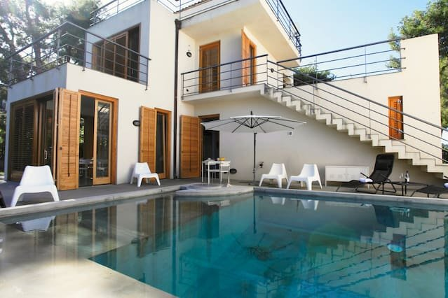 Big villa with swimming-pool & Wifi, holiday rental in Torre Colonna-Sperone