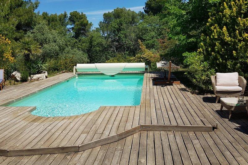 Nice apartment with shared pool, aluguéis de temporada em Saint-Martin-de-la-Brasque