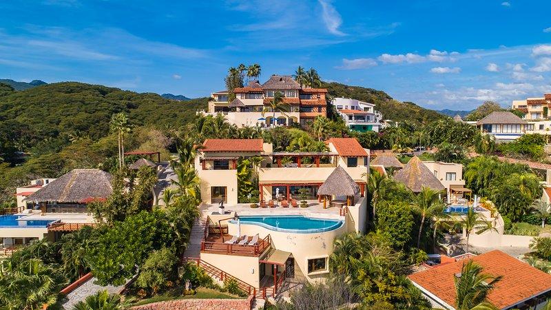 Casa Larimar includes Cook, Staff & Round Transfer, holiday rental in La Cruz de Huanacaxtle