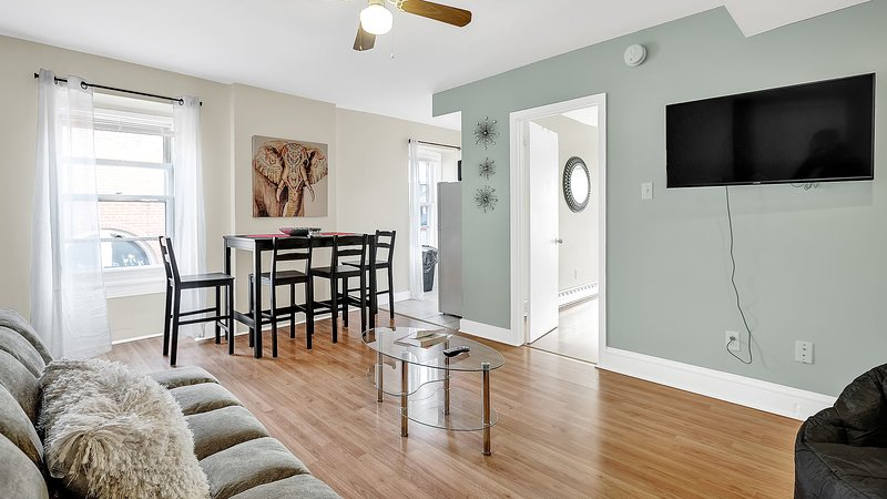 Great apt, amazing area, Center City Theatre District Near Everything & Metro, vacation rental in Bala Cynwyd
