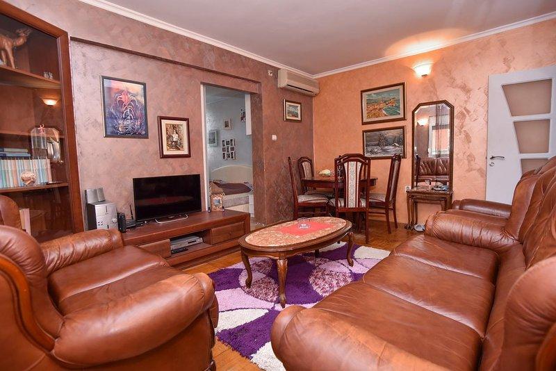 Lux 2bedroom apartment near the beach, alquiler de vacaciones en Municipio de Budva