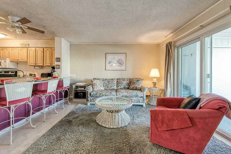 New listing! Family-friendly ocean-block condo w/private balcony!, vacation rental in Fenwick Island