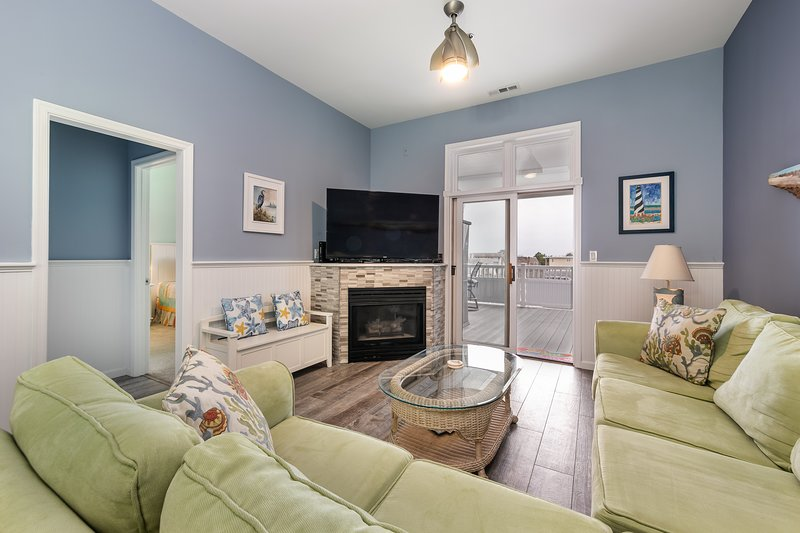 New listing! Beautiful, bay view condo w/ shared pools & private balcony!, vacation rental in Fenwick Island