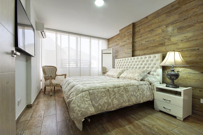 luxurious and modern apartment in the hotel zone, vacation rental in Pichinde