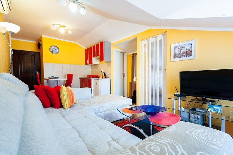 Lux 1bedroom apartment with a roof terrace & view, vacation rental in Budva
